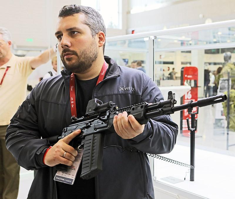 На МВТФ «Армия-2018» специалисты концерна «Калашников» продемонстрировали несколько новых образцов стрелкового оружия. У иностранцев наибольший интерес вызвалАК-308.