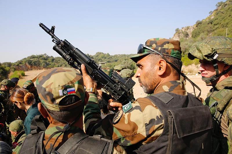 На совместных учениях «Дружба-2018» пакистанские спецназовцы оценили достоинства российского стрелкового оружия.