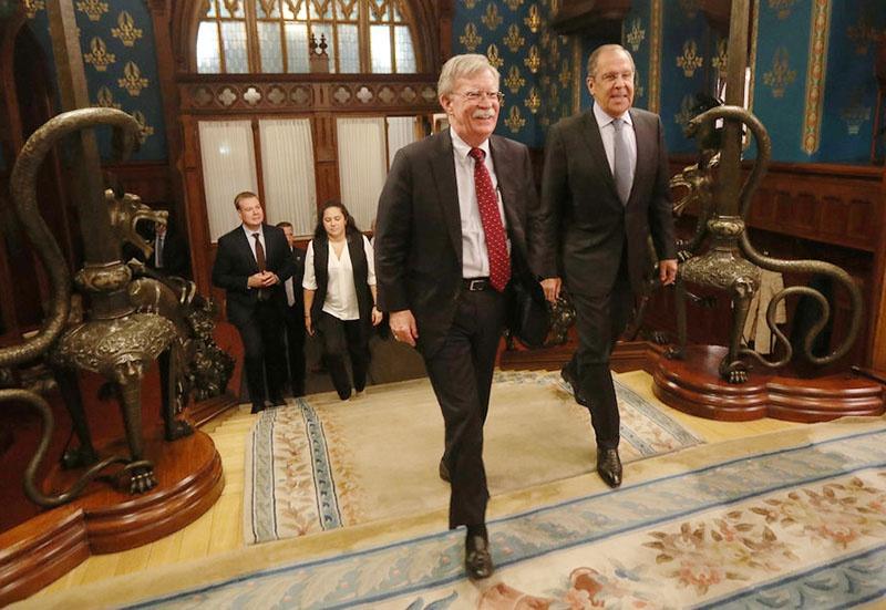 Джон Болтон во время переговоров с главой МИД России Сергеем Лавровым.