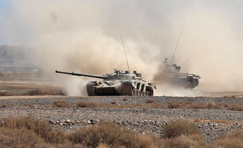 В атаке танки.