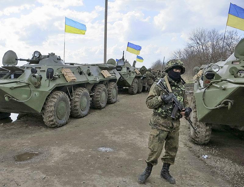 После введения военного положения к блокпостам у границ с ПМР подтянута украинская бронетехника.