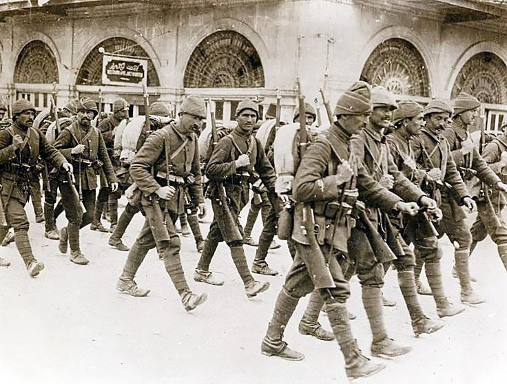 Турецкие войска вторглись в Батумскую область.