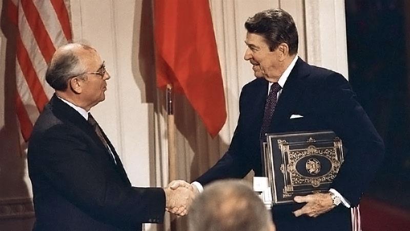 Рональд Рейган «объегорил» генсека ЦК КПСС Михаила Горбачева.