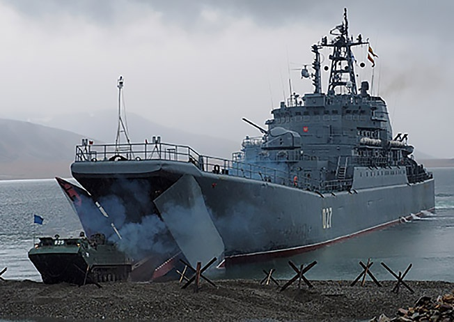 Тактические учения по высадке морского десанта и обороне побережья в районе порта Эгвекинот на Чукотке.
