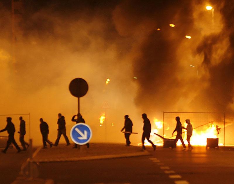 Беспорядки в пригородах Парижа в 2005 году.