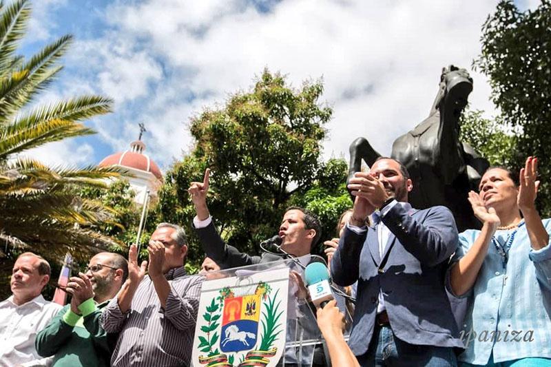 США признали альтернативного президента Хуана Гуаидо.
