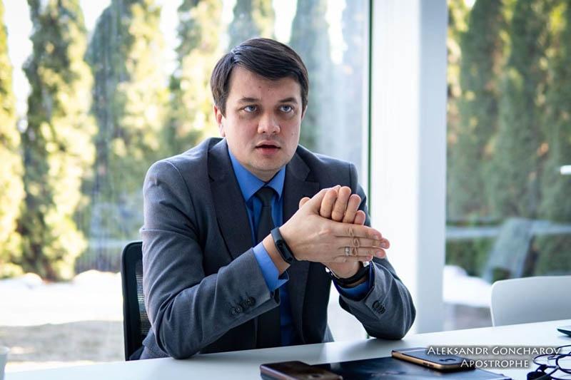 Разумков - спикер штаба Зеленского - не понимает, что кабинеты и телефоны, которые он с командой получит, - ещё не власть.