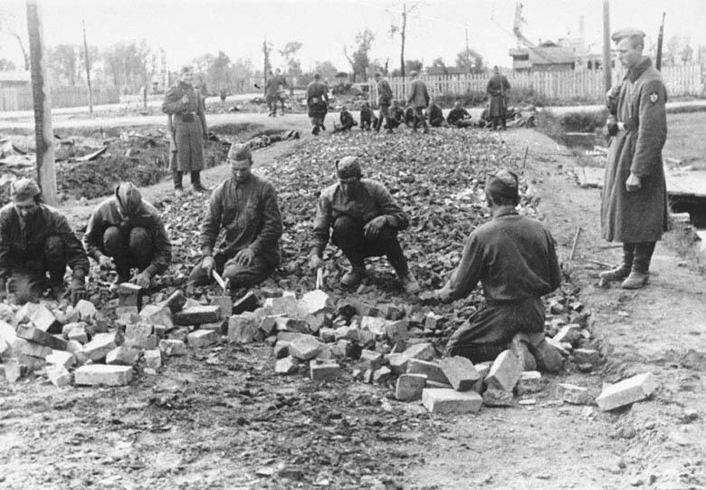 Русские военнопленные были задействованы на многих работах, в том числе на прокладке труднодоступных горных дорог.