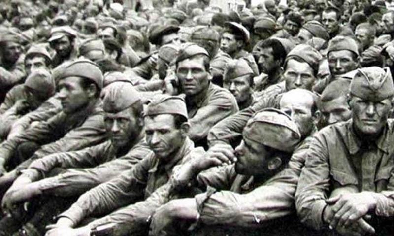 Советские солдаты в плену.