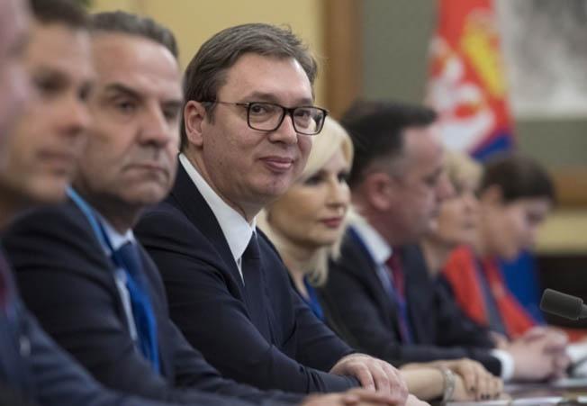 Президент Республики Сербии Александр Вучич (в центре) призвал смотреть правде в глаза и признать, что Сербия потеряла Косово.