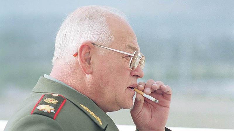 Пока Борис Ельцин не поблагодарил маршала Сергеева за Приштину, ему в Кремле руки не подавали. На всякий случай...