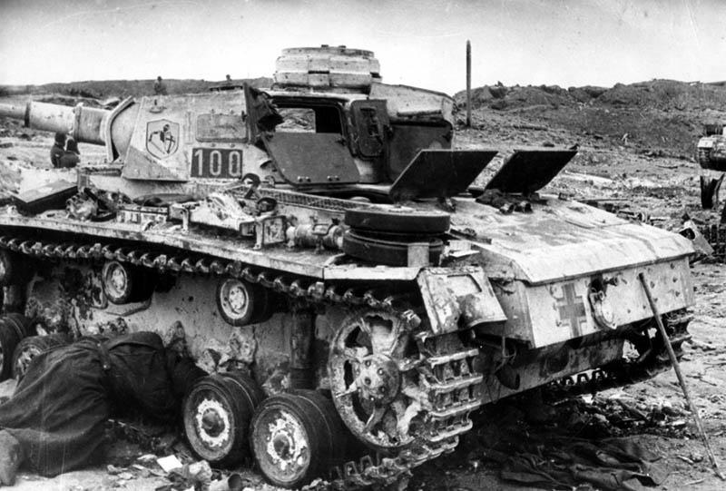 В непрерывных боях 23-24 июня 1941 года бойцы 636-го артиллерийского полка противотанковой обороны уничтожили 79 танков и штурмовых орудий противника.