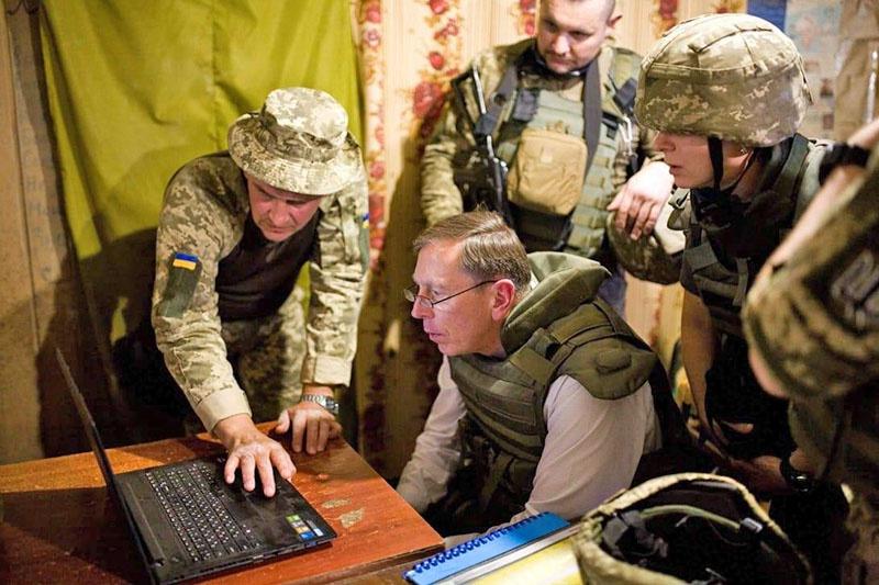 Бывший директор ЦРУ Дэвид Петреус с неафишируемой миссией посетил Украину.