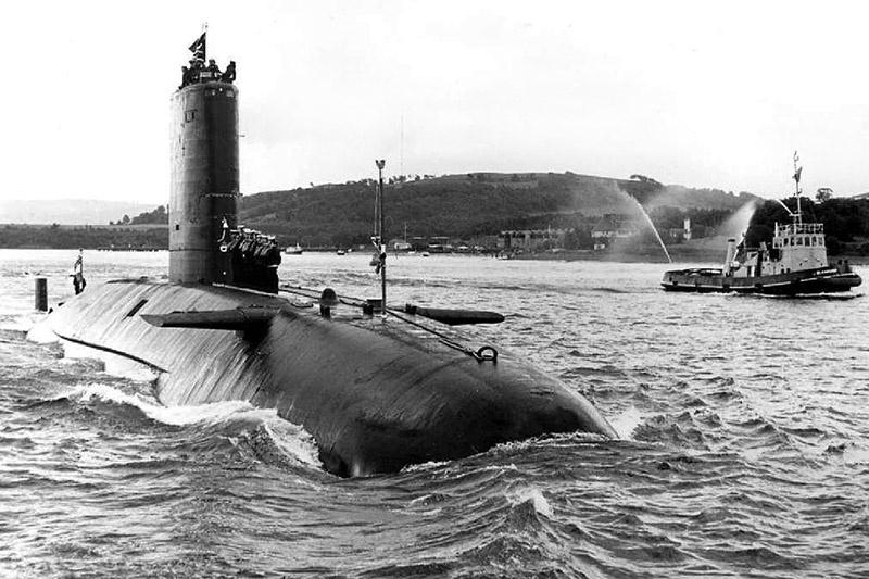 Английская атомная подводная лодка HMS Conqueror.
