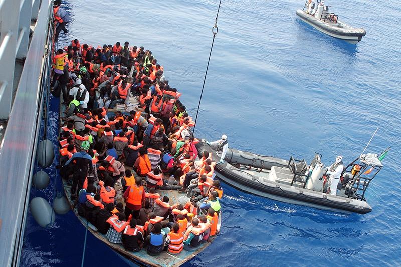Перенаселенность, конфликты гонят мигрантов из Африки и Азии в Европу.