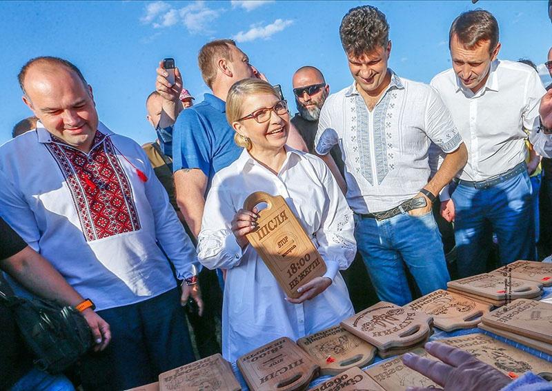 Юлия Тимошенко, в обмен на вхождение в коалицию будет требовать своего премьерства.