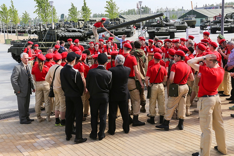 На «Победе» юнармейцы расположились в казармах Таманской дивизии.