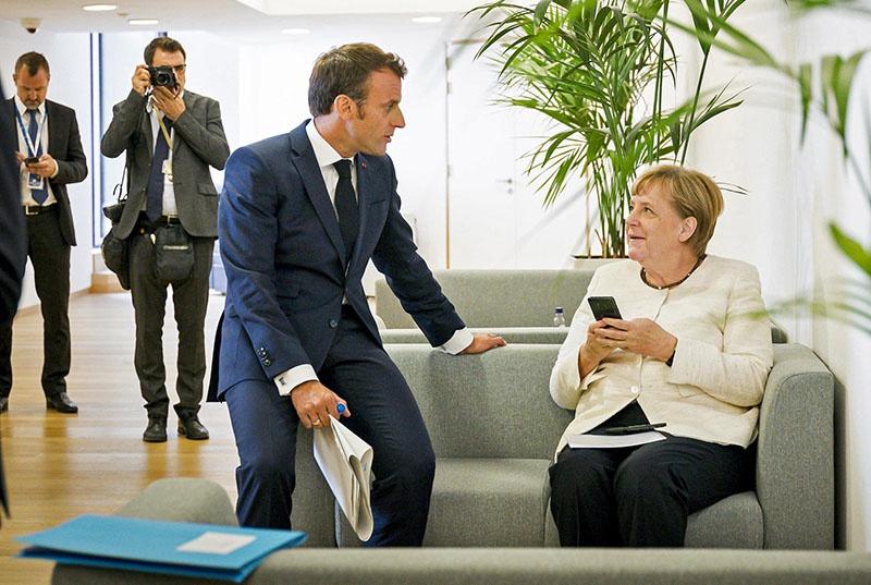 Именно Меркель уговорила французского президента выдвинуть на пост главы ЕК Урсулу фон дер Ляйен.