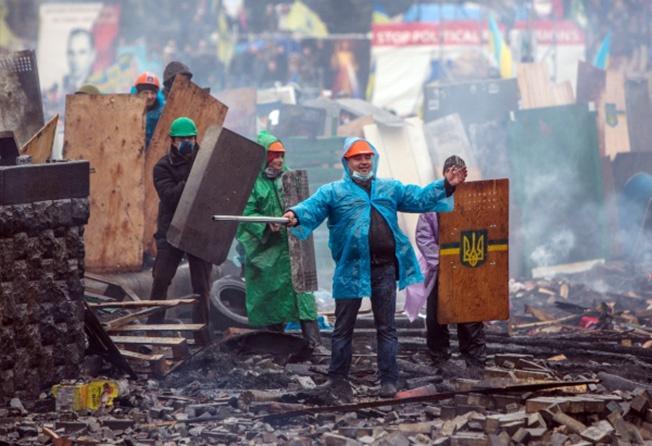 Цветные перевороты в Сербии, Грузии и на Украине свидетельствуют, что для запуска процесса разрушения национальной государственности достаточно относительного меньшинства населения.