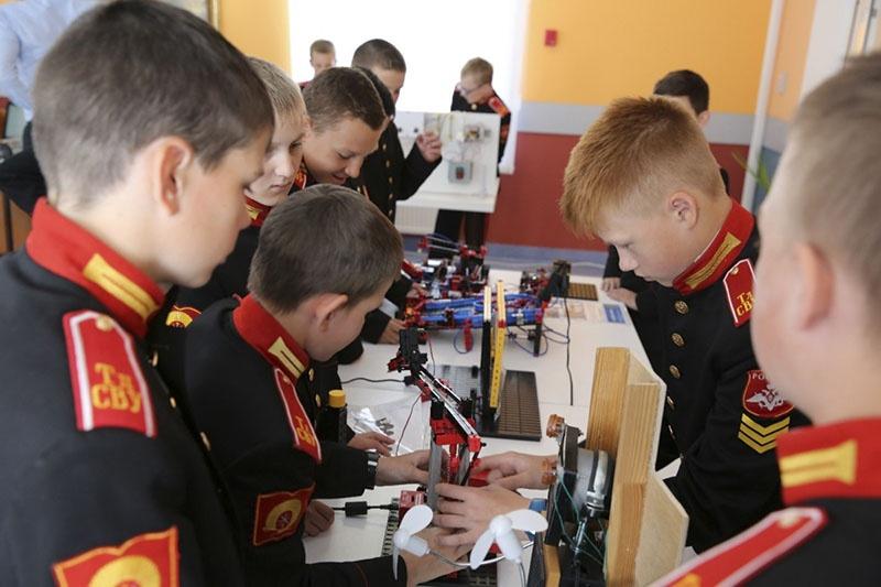 Суворовцы из Твери стали призерами Всероссийской молодёжной научно-технической конференции «Юный робототехник».