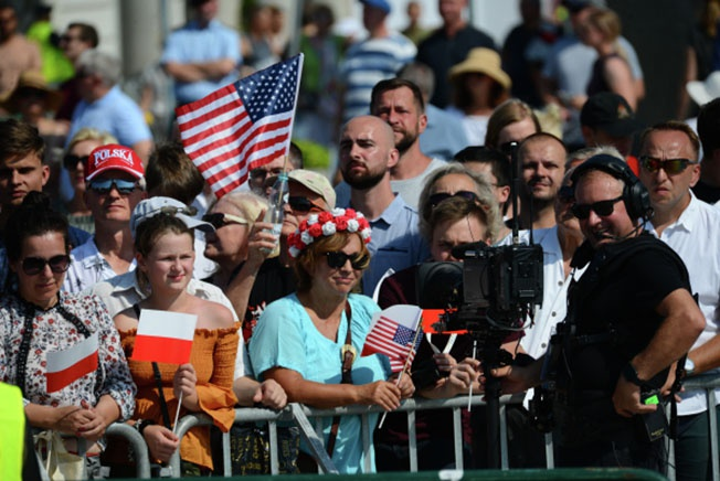 Зрители на торжественной церемонии по случаю 80-й годовщины начала Второй мировой войны в Варшаве.