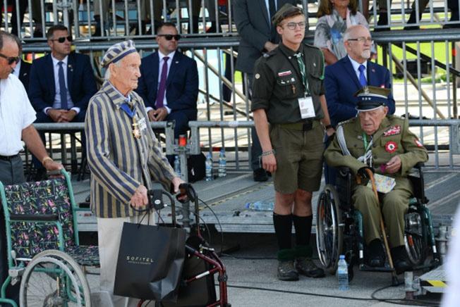 Бывший узник нацистских концентрационных лагерей Эдуард Мосберг на торжественной церемонии по случаю 80-й годовщины начала Второй мировой войны в Варшаве.