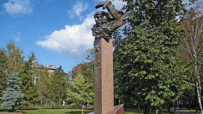 Памятник героине в Курске.