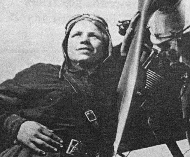 Екатерина Зеленко у самолета.