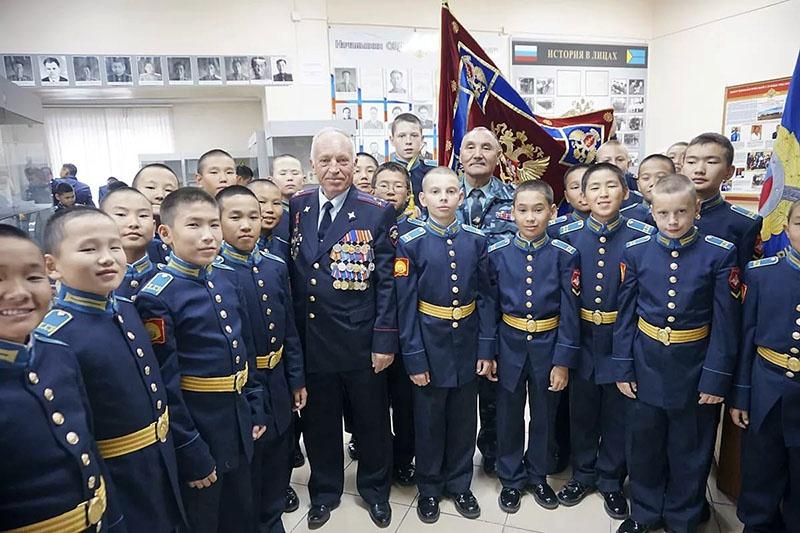 Встреча кадетов с ветеранами армии.