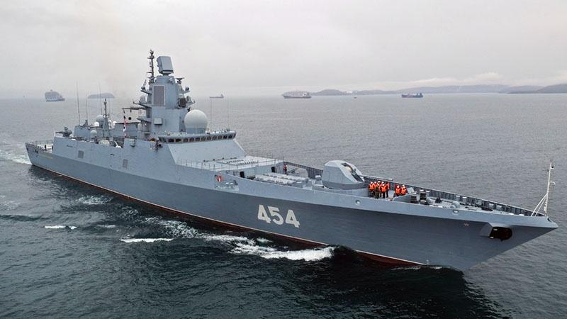 Фрегат «Адмирал Горшков» в море.