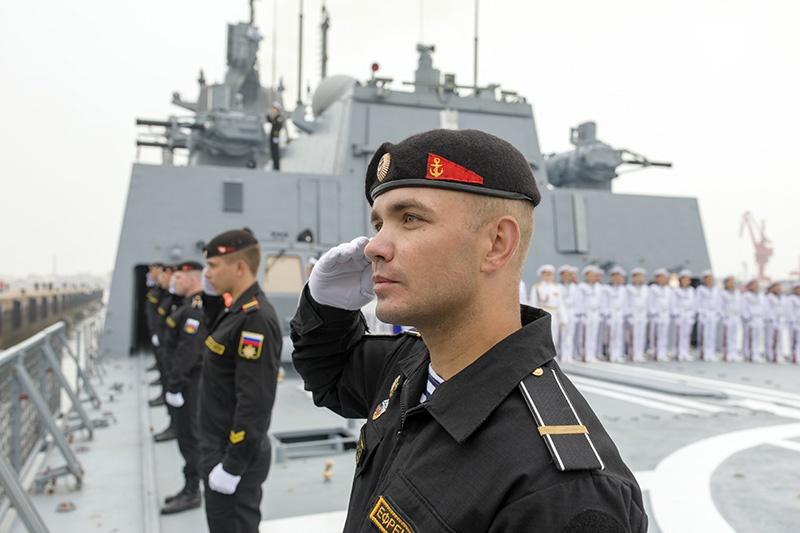 Экипаж фрегата на 70-летии ВМС Китая.