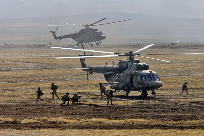 Впервые при высадке аэромобильного резерва для переброски личного состава использовались вертолёты Ми-8.