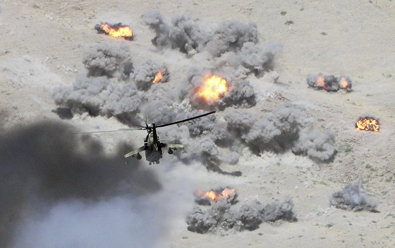 16 боевых вертолётов осуществляли «вертолётную огневую карусель».