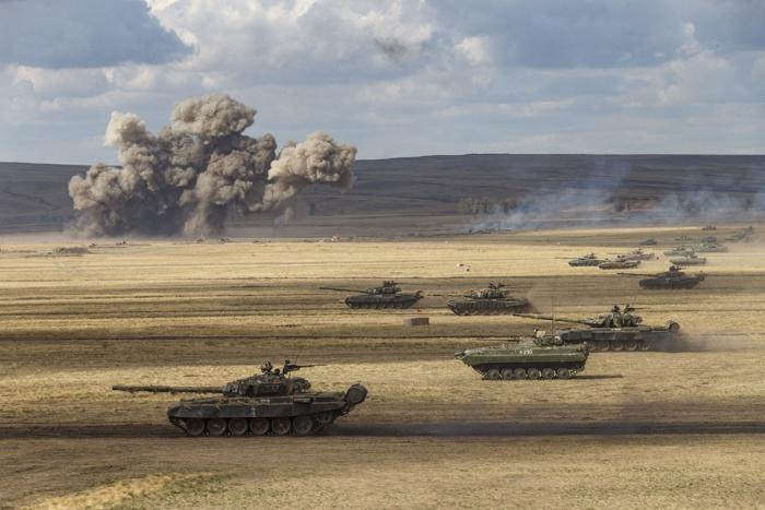 На направлении главного удара применили три танковых полка уральской танковой дивизии ЦВО и батальон Народно-освободительной армии Китая.