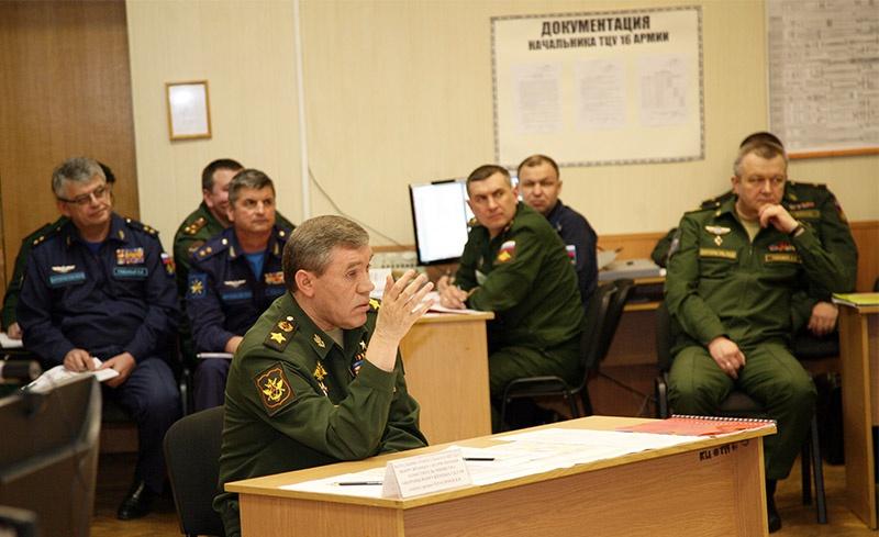 Под руководством начальника Генштаба ВС РФ генерала армии Валерия Герасимова со слушателями 2-х курсов была проведена армейская командно-штабная военная игра.