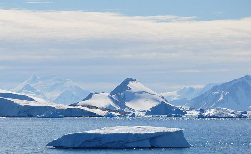 В недрах Антарктиды скрываются баснословные по богатству залежи ископаемого топлива, редкоземельных и драгоценных металлов.