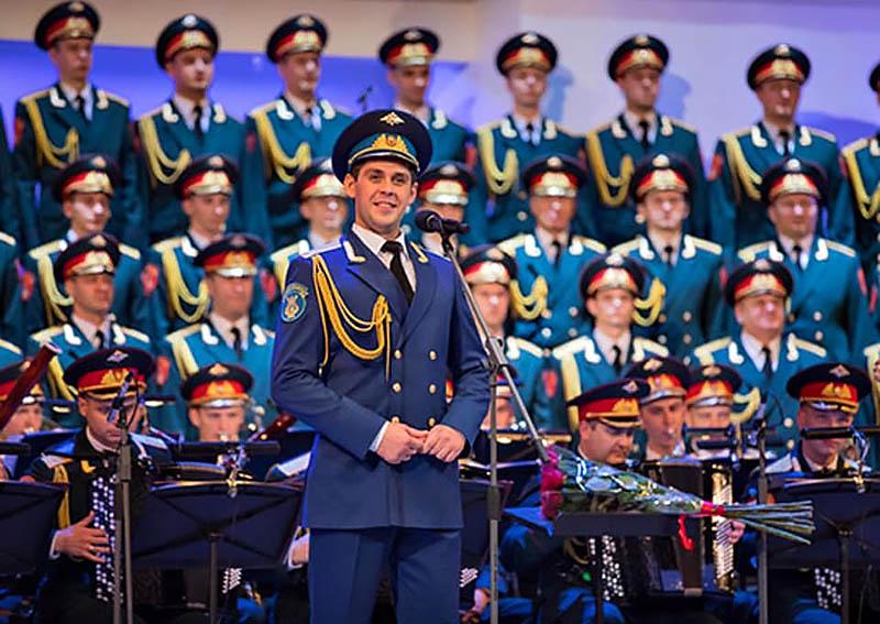 В соответствии с последними решениями министра обороны увеличивается и состав ансамбля. Сейчас идет набор артистов и в хор, и в оркестр, и в балет.