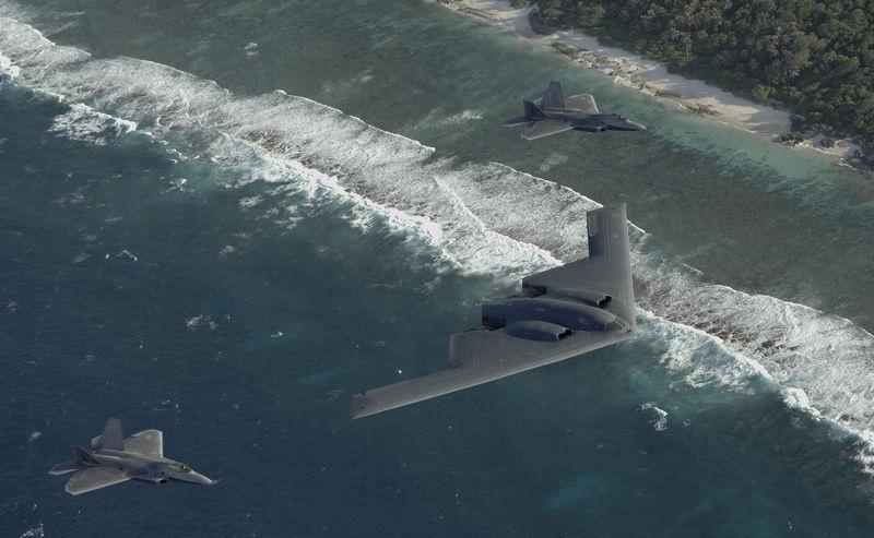 B-2 в сопровождении истребителей F-22 Raptor.