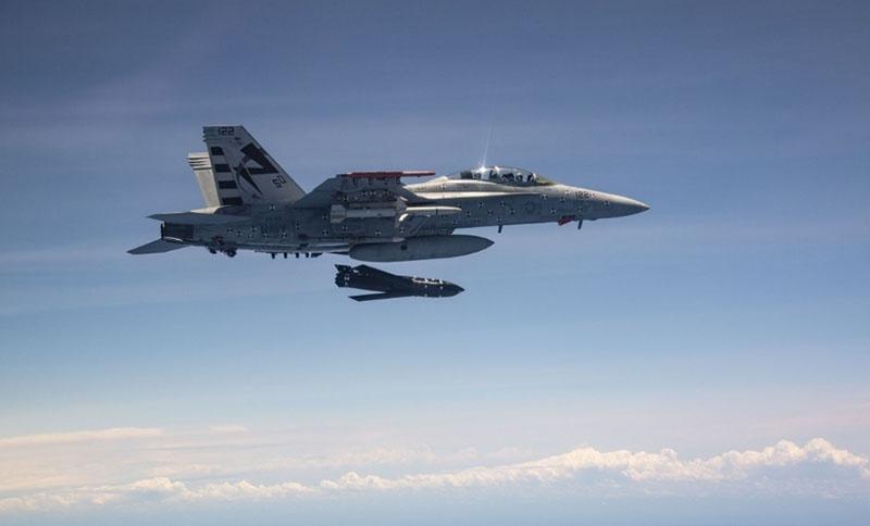 Один самолёт F/A-18E/F способен нести до четырёх ракет AGM-158C LRASM.