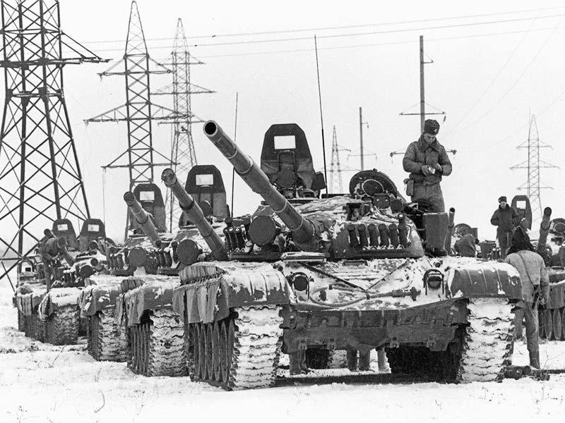 «Вместо того, чтобы выдвинуться в пять утра и полностью заблокировать Грозный, как это было спланировано накануне, начало движения командующим СКВО генерал-полковником Алексеем Митюхиным было передвинуто на 8 часов утра.»