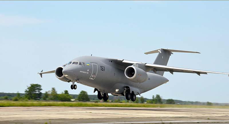 Украинский транспортно-пассажирский ближнемагистральный самолёт двойного - военного и гражданского - назначения Ан-178.
