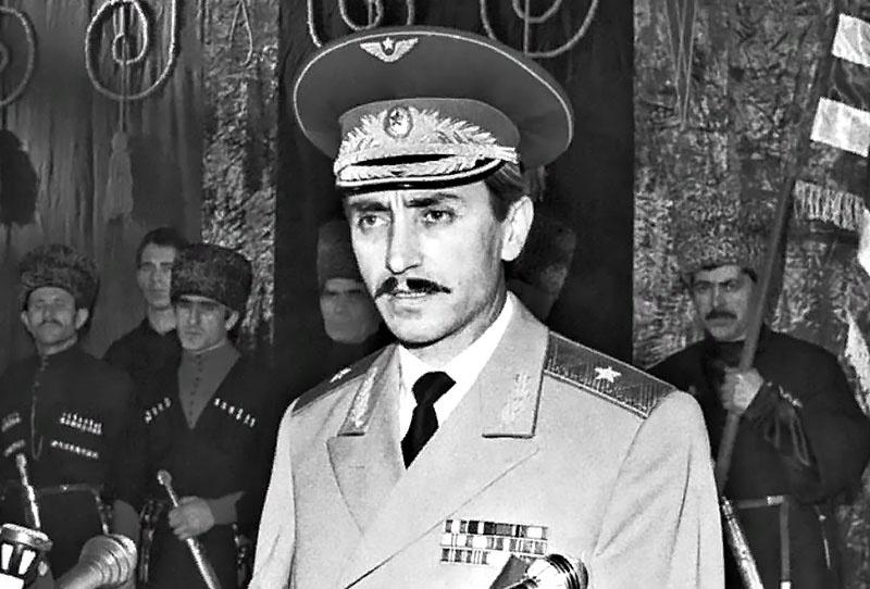Выступление генерал-майора Джохара Дудаева на первом национальном чеченском съезде.