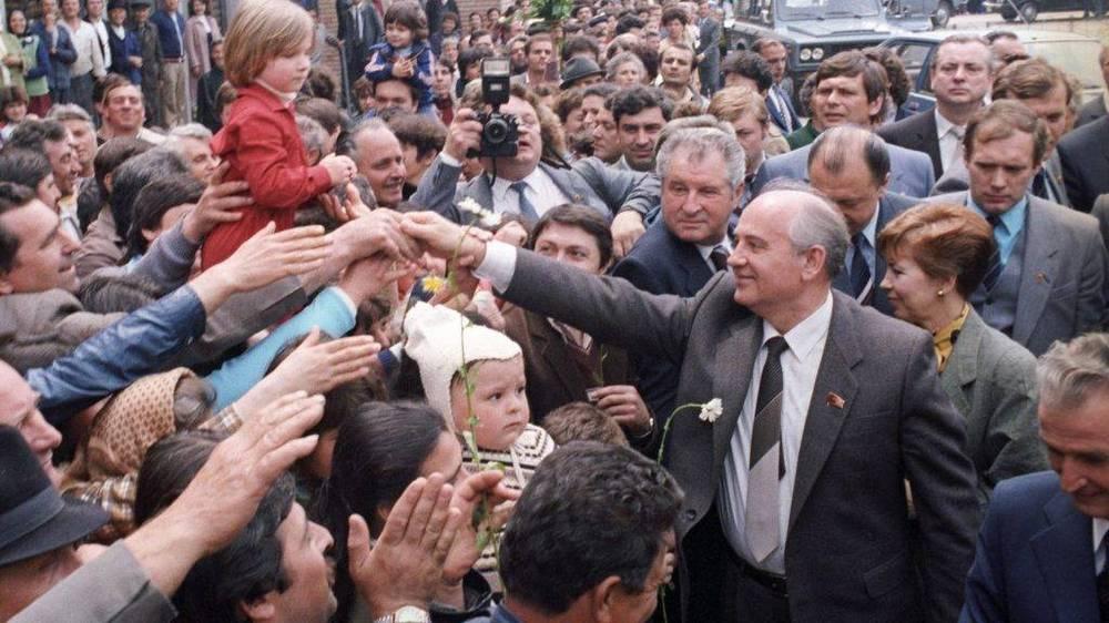 Горбачёв в 1985 г. получил сверхдержаву в очень приличном экономическом состоянии.