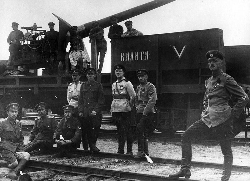 Большевики приклеивали к белому офицерству ярлык «мироедов», «потомков помещиков, поровших крестьян на конюшнях», пресловутых «барчуков и сынков фабрикантов».