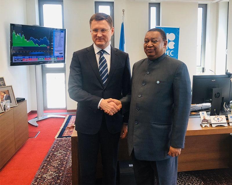 Министр энергетики Александр Новак и генеральный секретарь Организации стран — экспортёров нефти (ОПЕК) Мухаммед Баркиндо на недавней встрече в Вене.