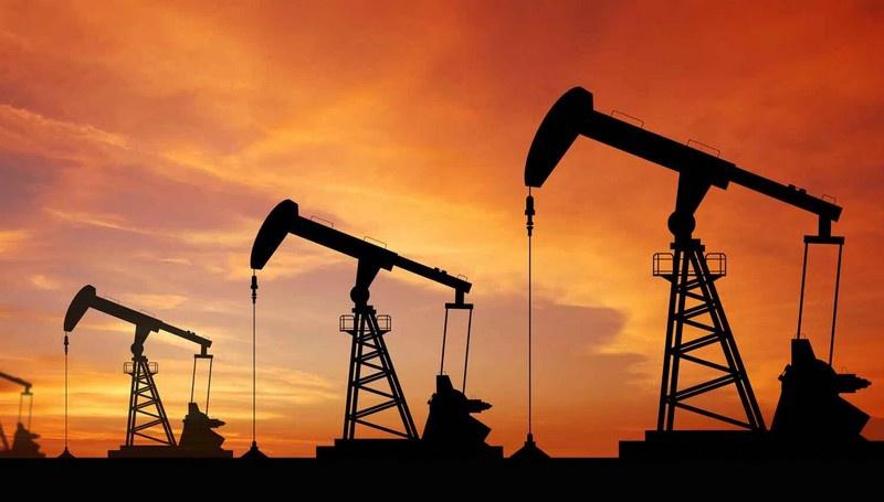 Американские и отечественные эксперты говорят о вероятном сокращении американцами добычи нефти на 4 млн баррелей в сутки к концу года.