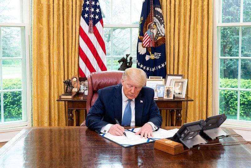 23 марта 2020 года Дональд Трамп подписал законопроект «О безопасности 5G».