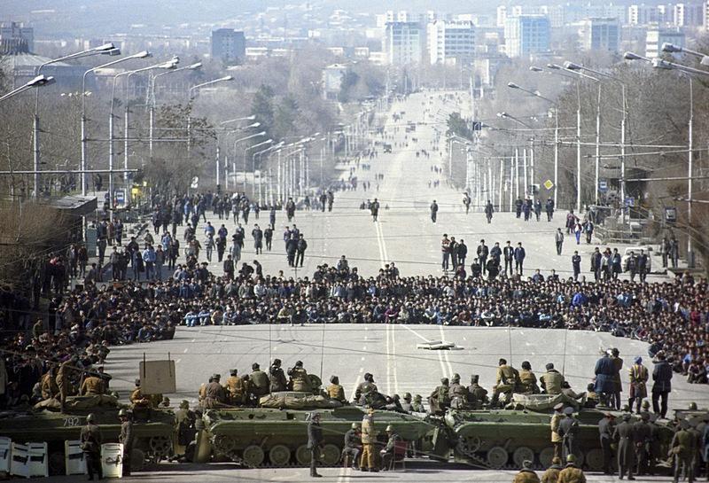 Партия исламского возрождения (ПИВТ)*, организовавшая в Таджикистане гражданскую войну и попытку государственного переворота в 2015 году.