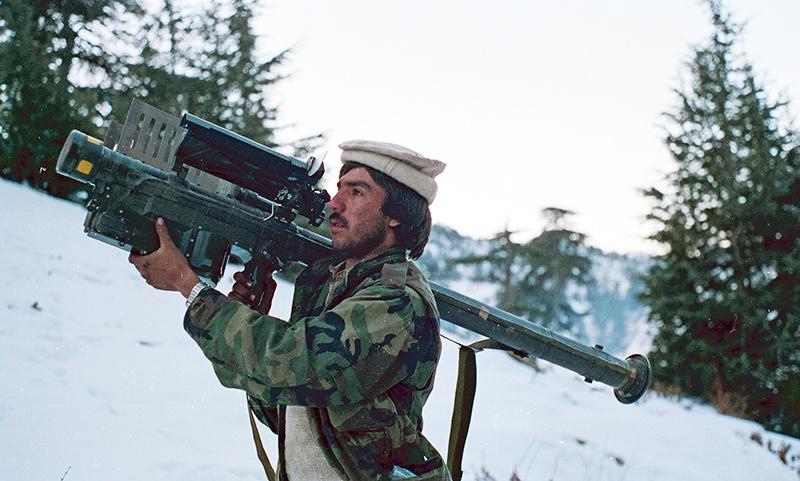 Среди прочего оружия США поставляли моджахедам переносные зенитно-ракетные комплексы «Стингер».