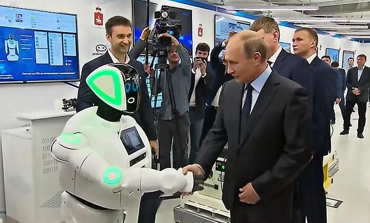 Во время своего рабочего визита в Пермь президент Российской Федерации Владимир Путин посетил технопарк «Морион», там его встретил Promobot и пожал руку.